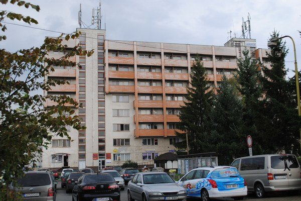 Hotel Vihorlat. Sninská samospráva by ho prestavala na nájomné byty pomocou investora.