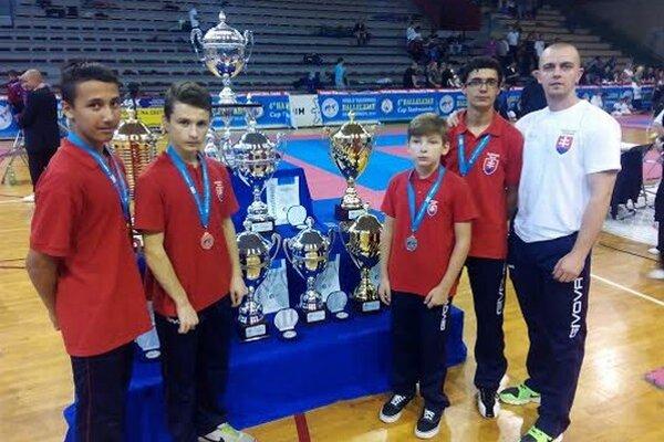 Slovenská výprava. Štyria taekwondisti získali štyri medaile. Tréner Potocký vyjadril veľkú spokojnosť.