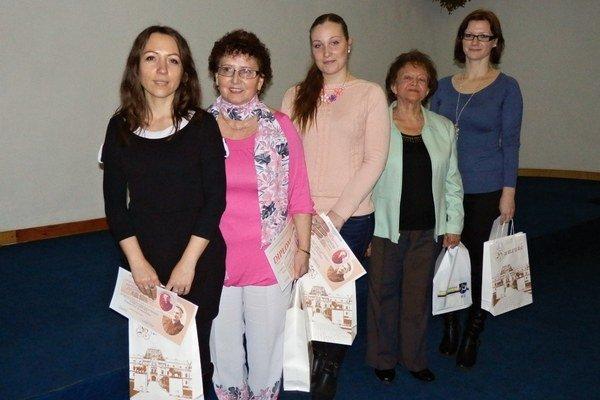 Úspešné. Zľava Zuzana Švecová, Mária Lajtárová, Romana Vahaľová, Anna Sotáková, Michaela Slivková Kirňaková.