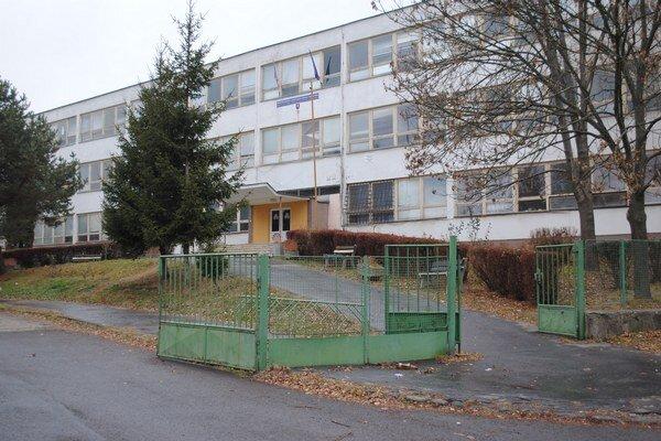 Pôvodné sídlo školy na Lesnej ulici.