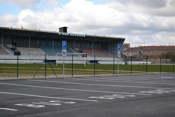 8. apríl 2015. Rekonštrukcia futbalového štadióna výrazne pokročila, čo potvrdzuje aj snímka.