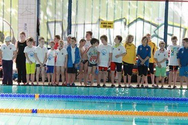 Malí humenskí plavci v michalovskom bazéne.