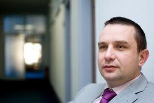 Slovensko by podľa generálneho riaditeľa sekcie informatizácie spoločnosti na ministerstve financií Miloša Molnára zaplatilo viac, ak by sa zmluvas Microsoftom zrušila a súťaž sa konala nanovo.