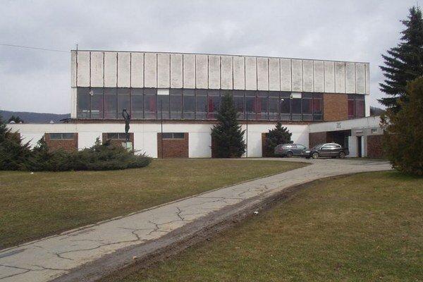 Hala v Snine prejde rekonštrukciou.