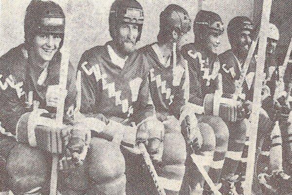 Hokejisti TJ Chemkostav Humenné z 80. rokov. Zľava: Klimo, Schwarzbacher, Vašák, Kapustík, Lorinc a Kríž.