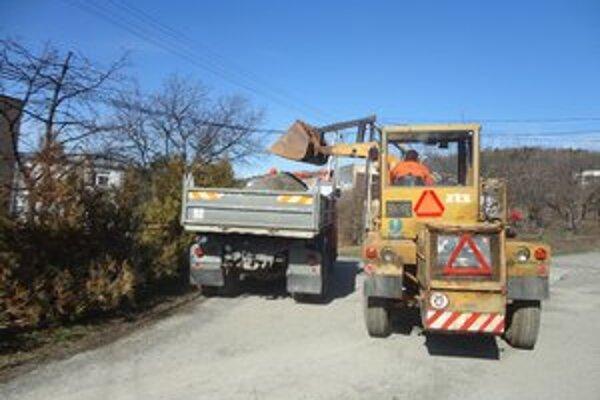 Čistenie ulíc. Technické služby začali už koncom februára.