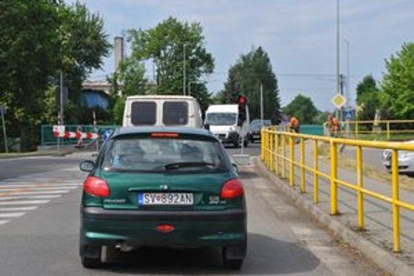 Minulosť. Na čakanie pred semaformi kvôli jednosmernej premávke na moste už budú motoristi len spomínať.