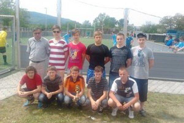Chlapci z Cirkevnej. Starší žiaci Cirkevnej spojenej školy Humenné zvíťazili v Jednota cupe.