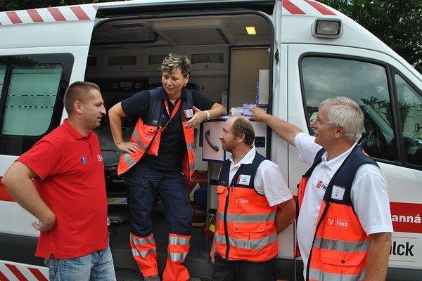 Výjazdy záchranárov k opitým tínedžerom sú drahé.