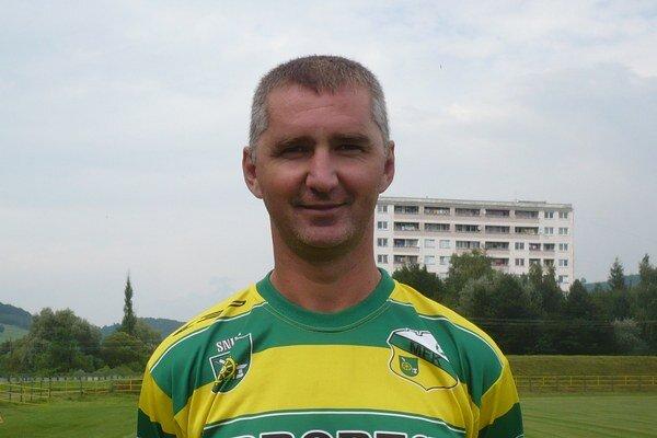 Oddýchnutý tréner. František Hanc už je pri mužstve.