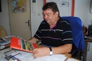 Starosta Habury Mikuláš Juščík. Monografia o obci vyšla na 200 stranách v náklade 300 kusov.