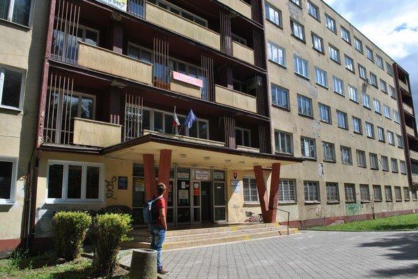 Gymnázium v Snine nový školský rok nezačalo.
