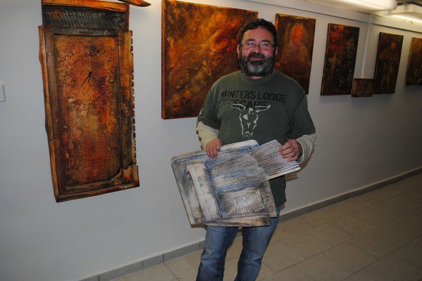 Marián Kusik. Svojrázny výtvarník vo svojej galérii.