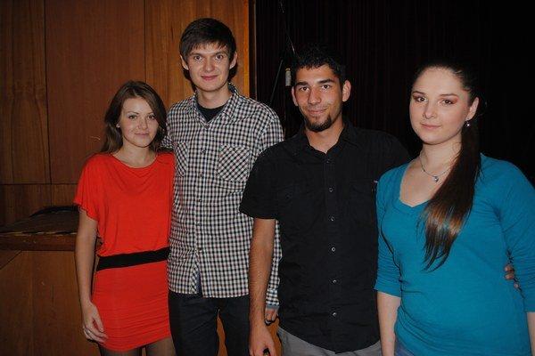 Časť štábu. Daniel Kontuľ (druhý zľava) s priateľkou Julianou, technikom a zvukárom Ondrejom Salajom.