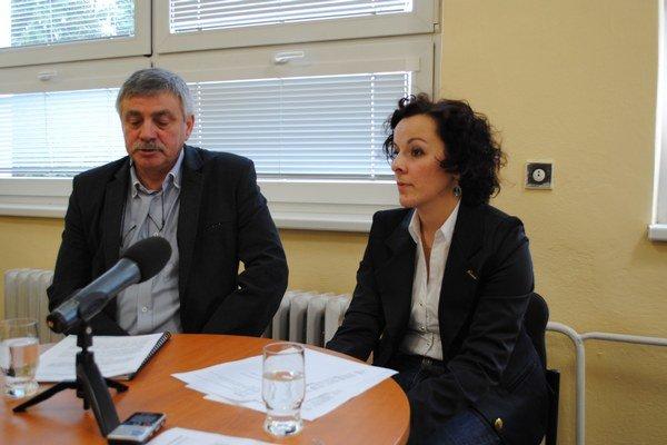 Miroslav Veliký a Lenka Lesňáková. Informovali o potrebe hromadnej deratizácie.