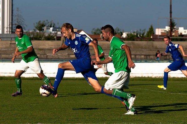 Aspoň asistoval. Pavlovi Šuľákovi (s loptou) nebolo súdené skórovať, a tak na prvý gól prihral...