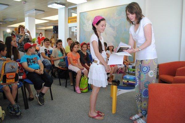 Vyhodnotenie. Víťazov z rusínčiny ocenila Štefánia Levkaničová.