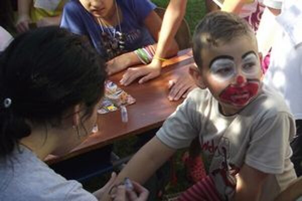 Maľovanie na tvár. Deti sa zmenili na nepoznanie.