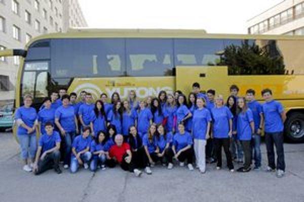 Pre vybraných žiakov obchodnej akadémie je návšteva rakúskej firmy veľkou skúsenosťou.