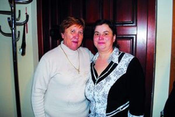 Aktívne členky. Marie Kenderešová (vľavo) a Jana Rusinková z Kochanoviec.