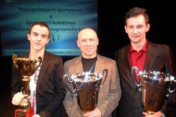 S alpinistom. Zľava Miroslav Pažur ml., Peter Hámor (ocenený popradský horolezec) a Milan Javorčík.