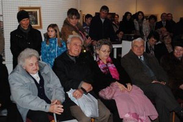 Starohumenčania spomínali. Do spomienok načrela aj Anna Šompľáková (vľavo).