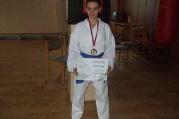 Dominika Karchová. Získala zlato i striebro.