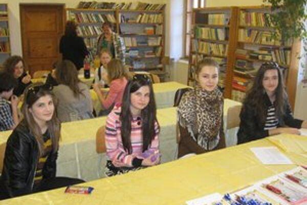 Mladé redaktorky v Revúcej. Natália Kotěšovská (zľava), Nikoleta Taňkošová, Ráchel Reháneková a Alexandra Bednářová.