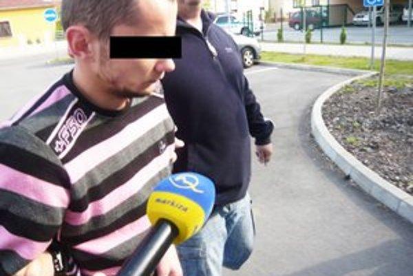 Obvinený. Previezli ho do Ústavu na výkon väzby v Prešove.