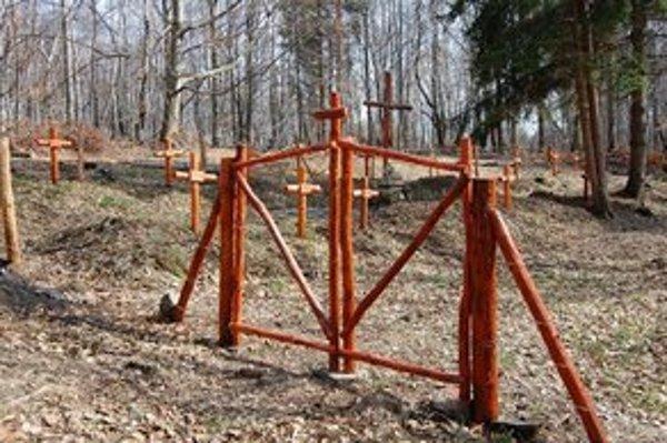 Vojnový cintorín Výrava. Hľadači artefaktov kopali tesne pri ňom.