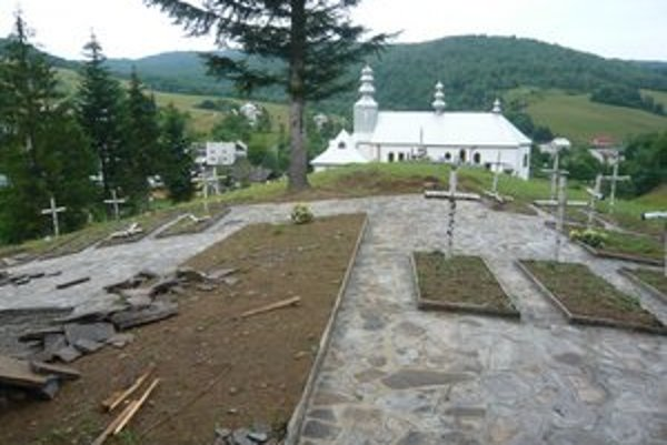 Vojnový cintorín. Obec na jeho obnovu získala 17-tisíc.