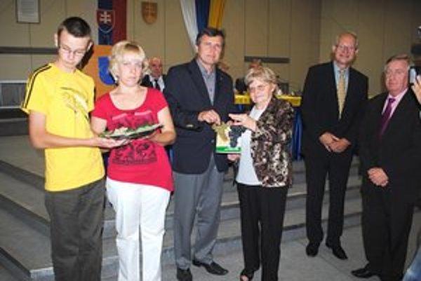 """Uvedenie knihy do života. """"Krstní rodičia"""" a autori Ladislav Bohuš (vpravo) a Petr Šulista."""