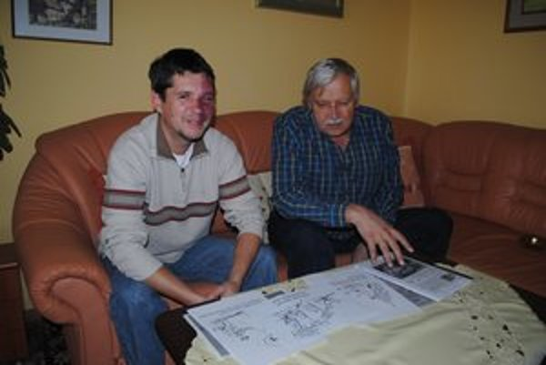 Peter Kvanka (vpravo) a Milan Mihaľko ml. Tvoria spolu kreslené vtipy už tri roky.