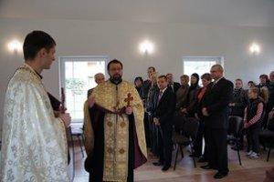 Dom smútku. Posvätili ho spoločne gréckokatolícky a pravoslávny duchovní.