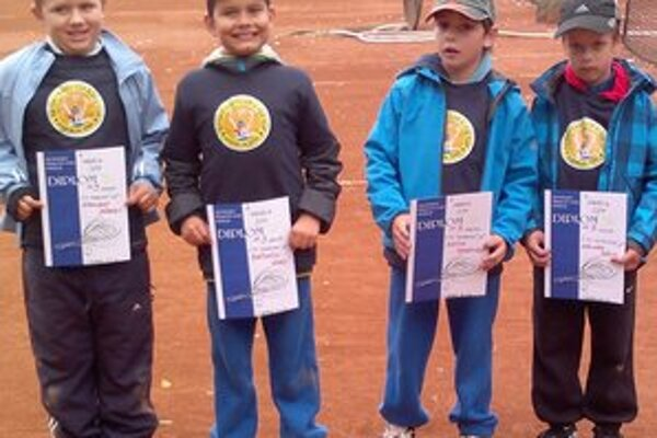 Osemroční... V mini Davis Cupe. (zľava) R. Haburaj, A. Bačovčin, S. Minich a D. Keller.