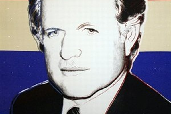 Kennedy deluxe je jednou z vydražených tém, ktoré boli alebo sú ešte vystavené v Múzeu moderného umenia A. Warhola v Medzilaborciach.