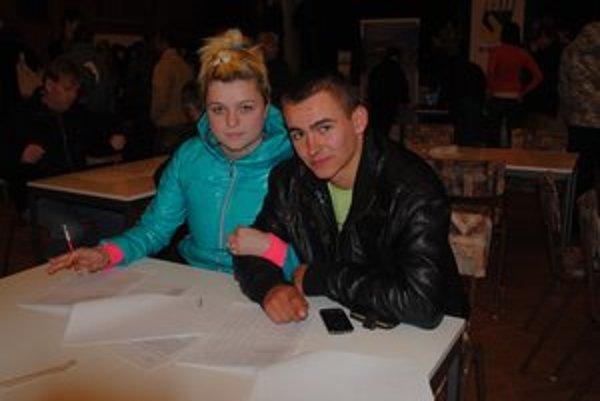 Jaroslav Obešter a Alena Tkáčová. Za prácou vycestujú do Holandska.
