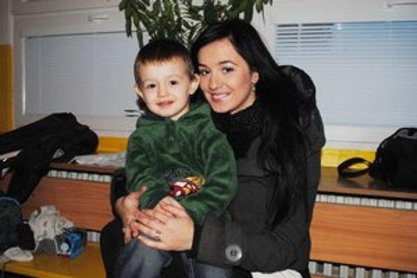 """Ivko Daňo s mamou Tatianou. Aj Ivko bol spočiatku v škôlke """"na zvykaní""""."""