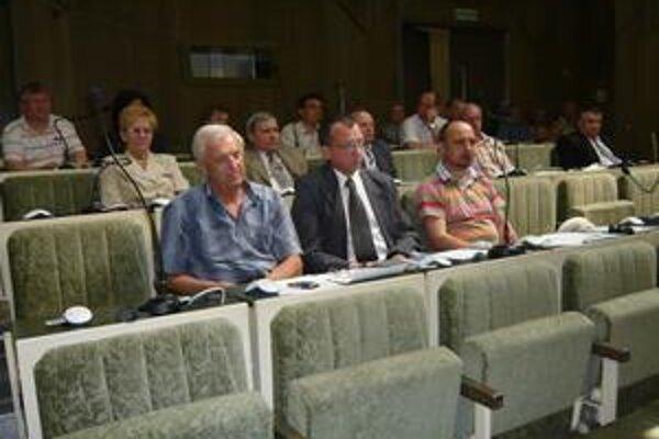 O rekonštrukcii Námestia slobody nediskutovali, vo vzduchu visel problém futbalu v Humennom.