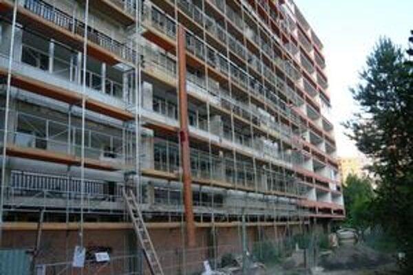 Investície. Spoločenstvá majiteľov bytov obytné domy v Humennom postupne menia na nepoznanie. O pomoc štátu pri zateplení ale doteraz nikto na magistráte nepožiadal.