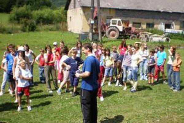 Minulý ročník: Deti z farnosti Sťatia sv. Jána Krstiteľa boli so svojimi animátormi a kaplánom minulý rok na chate v Hrabovci.