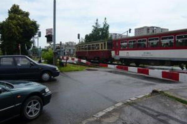 Opravia ho: Pondelok 7. až štvrtok 10. septembra sa vedľajším železničným priecestím  pri železničnej zastávke Humenné-mesto vodiči nedostanú kvôli jeho celkovej rekonštrukcii.
