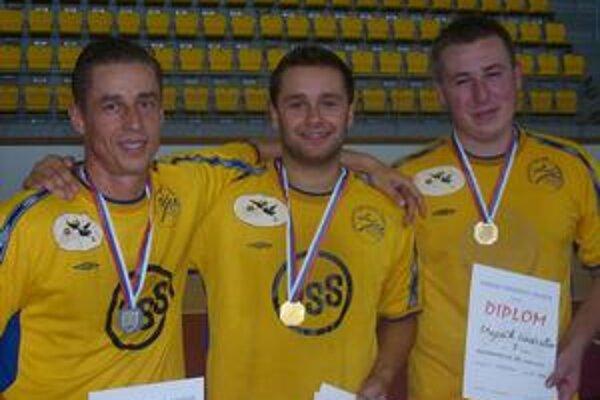 Najlepší. Zľava Marián Žigala (striebro), Milan Ižol (zlato) a Ladislav Stupák (bronz).