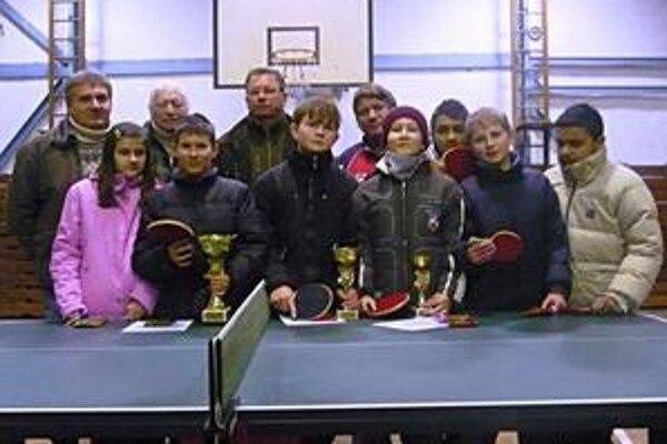 Víťazi turnaja. Zvíťazil Filip Sojčak, na druhom mieste bol Peter Lorenčík a tretia priečka patrila Vincentovi Rošakovi.