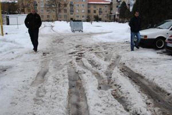 Snehová kalamita. Podľa Semanca zlyhal pri odpratávaní snehu ľudský faktor.