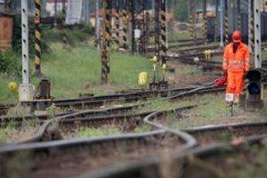Železnice postupne prepustia tisíce ľudí.