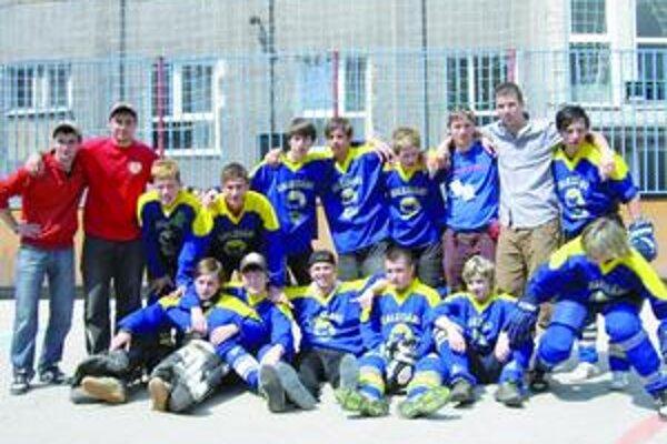 Tak toto sú bronzoví hokejbalisti.