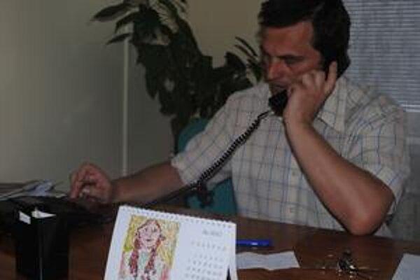 Stanislav Čura. Pracuje s ľuďmi v núdzi, ktorí prídu hľadať pomoc do humenskej rímskokatolíckej charity.