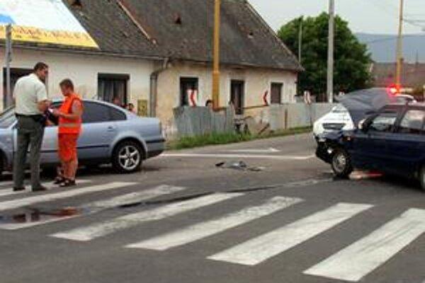 Prejazd nemožný. Nehoda úplne zastavila premávku.
