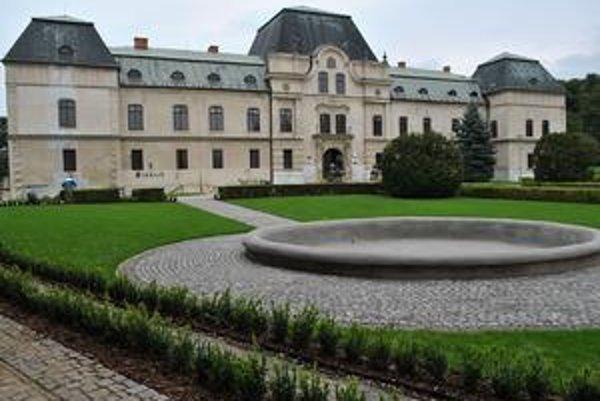 Projekt Zelené dedičstvo priniesol Humennému peniaze na rekonštrukcie francúzskej časti parku pred renesančným kaštieľom.